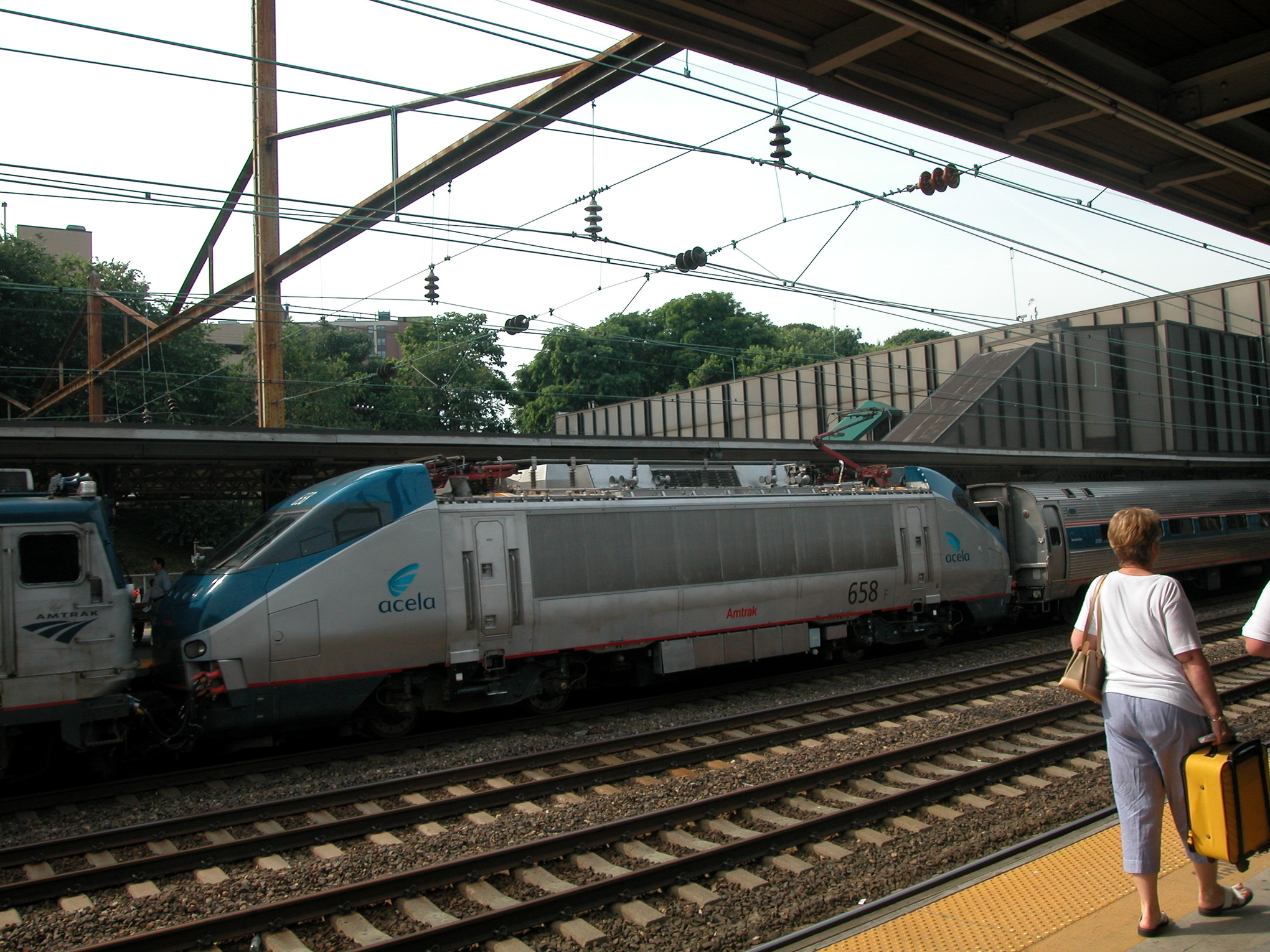 Amtrak's insane train boarding rules - Vox