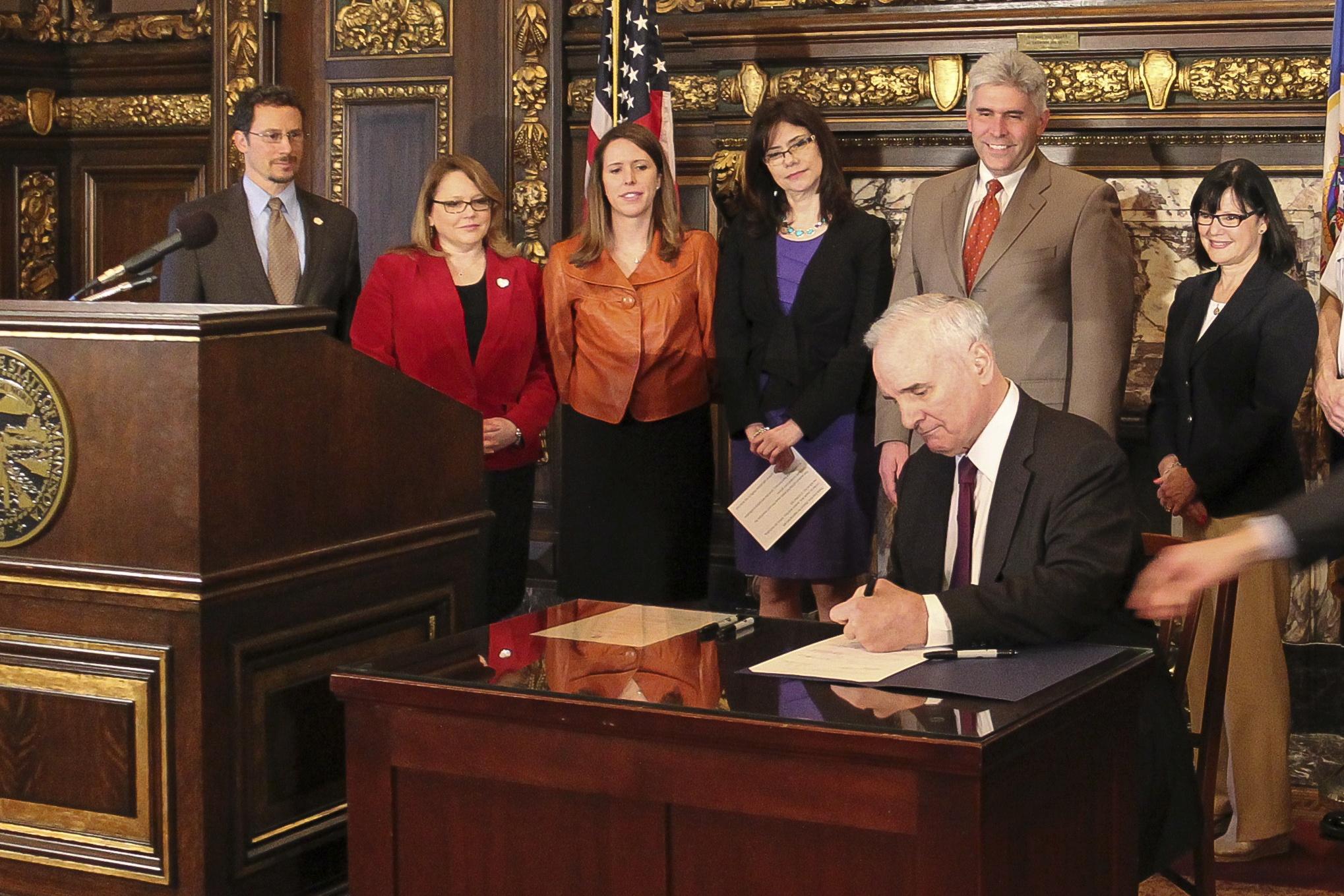 Minnesota-kill-switch-bill-signed