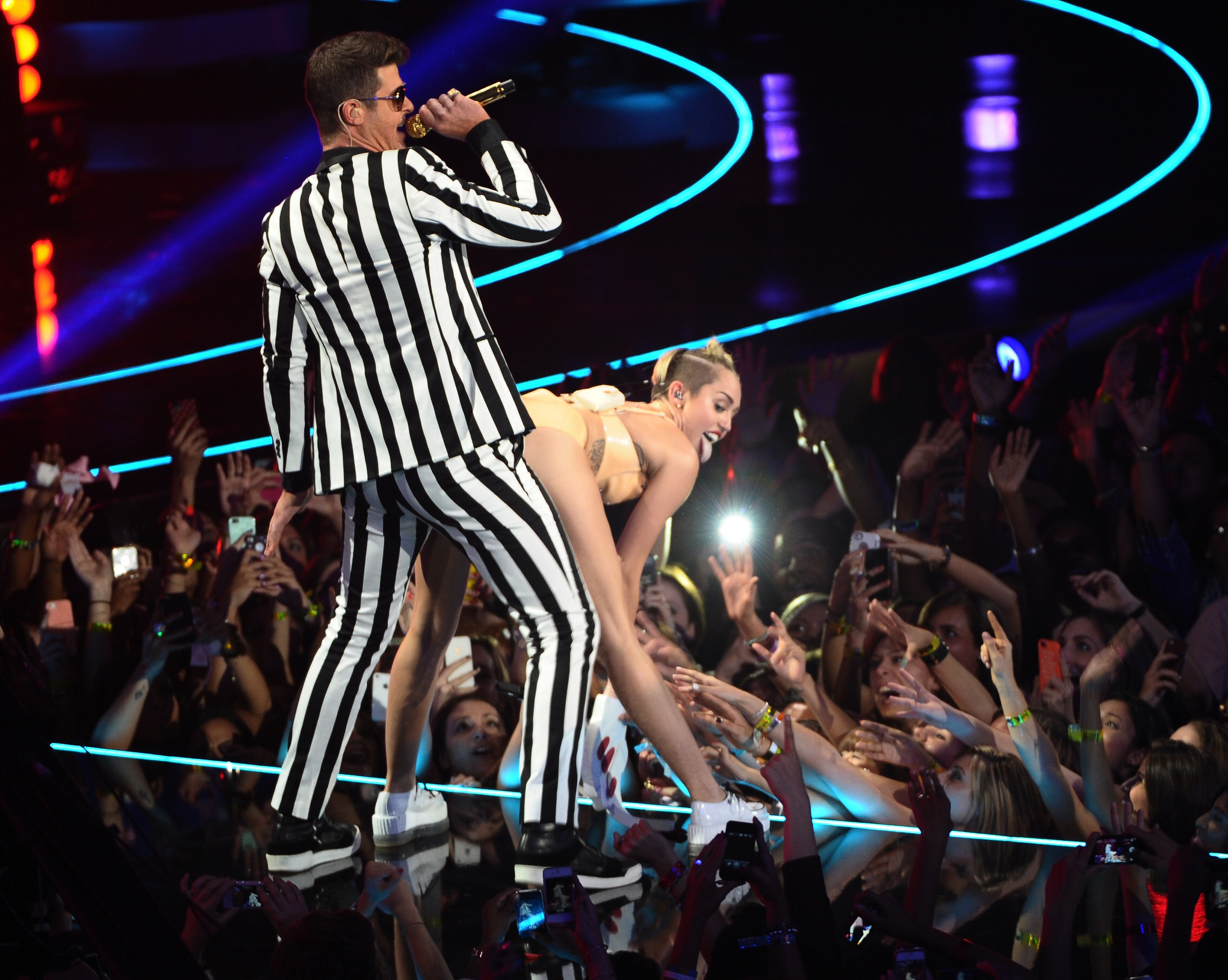 Miley_and_robin_thicke