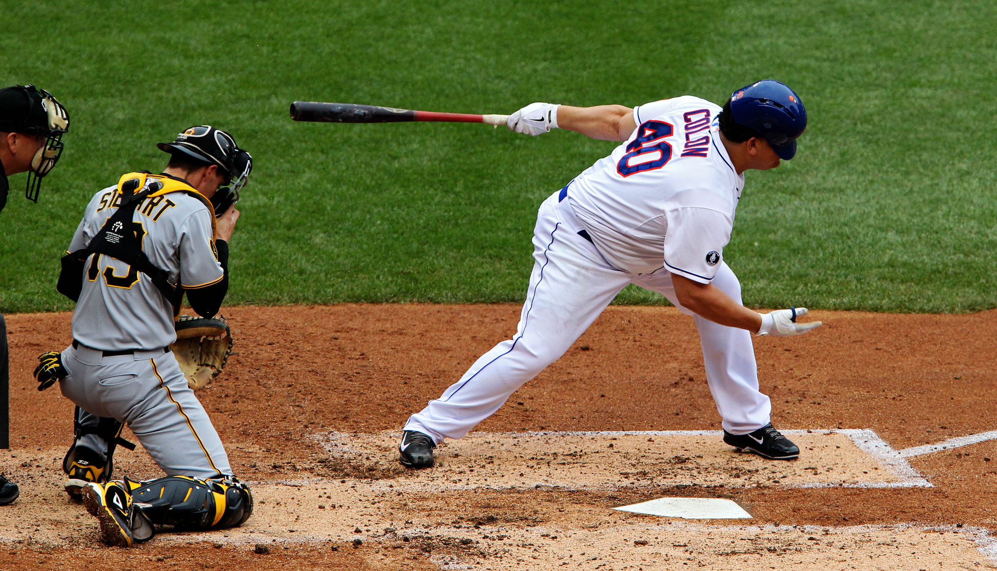 Bartolo Colon runs to bet at home problemy związek bet at home Espa? first with his bat - SBNation.com