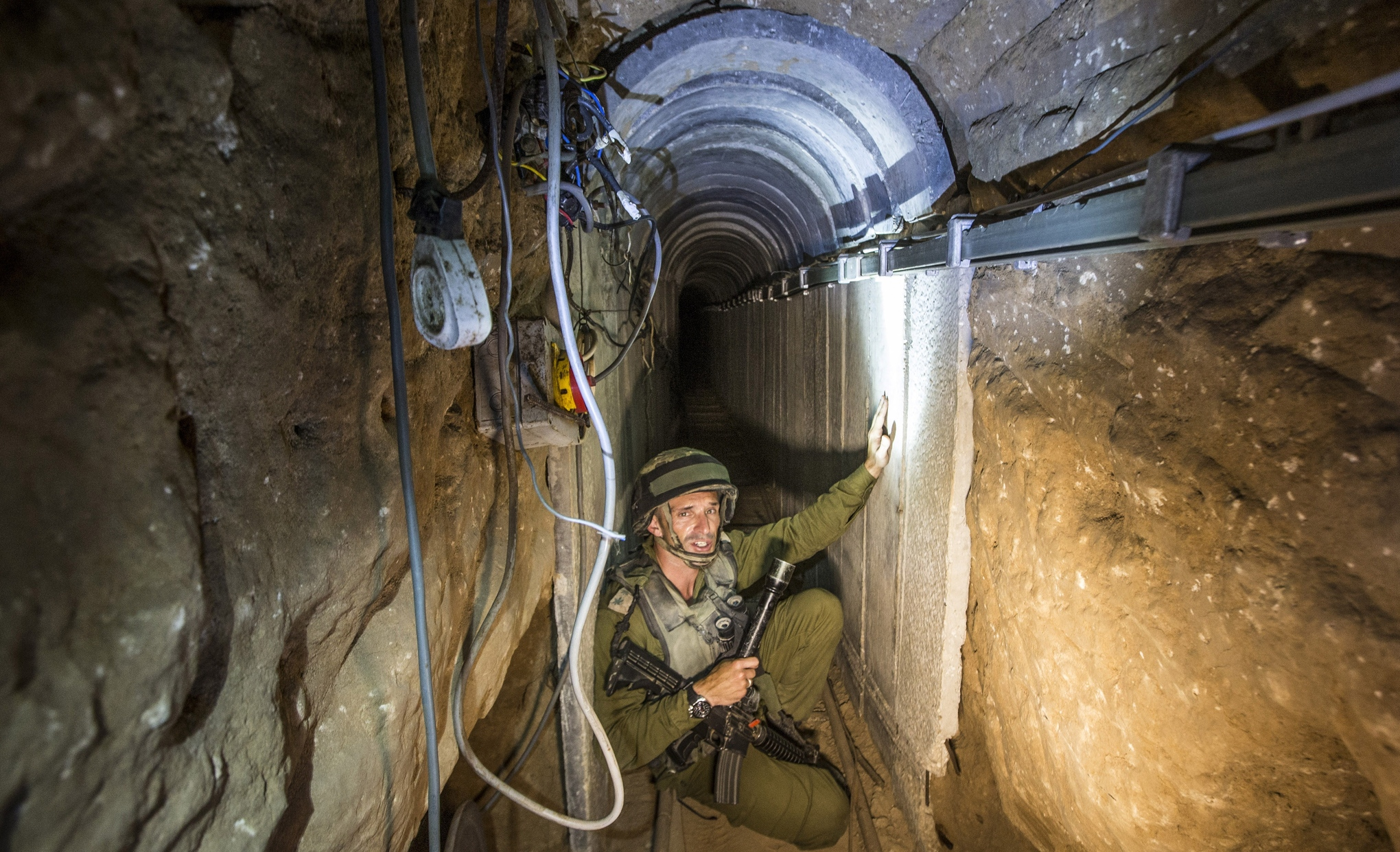Israeli_soldier_hamas_tunnel