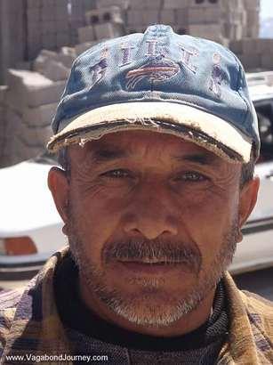 Kurdish-man-iraq-buffalo-bills-hat1
