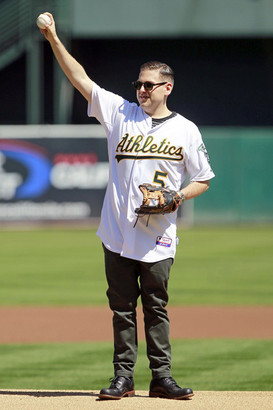 Jonah_hill_throws_first_pitch_during_oakland_iv1gfpt1j0ol