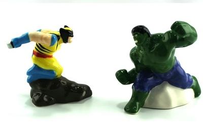 Hulk-vs-wolverine-salt-pepper-shakers_24313-l