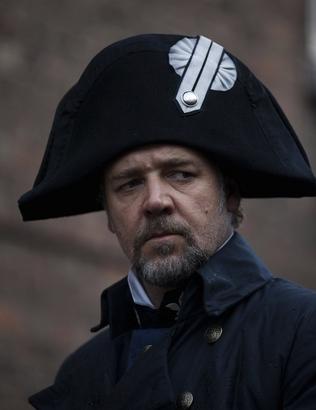 Russell-crowe-as-inspector-javert-in-les