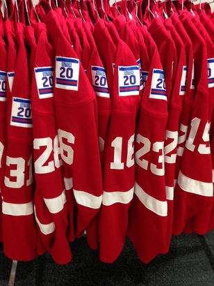 BIG10: Badgers To Wear Bob Suter Patch This Season