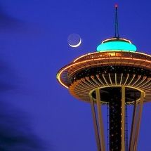 Seattle-space-needle-and-moon_2165