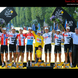 Team_csc_saxo_bank_-_tour_de_france_2008_podium_-_tdwaelle