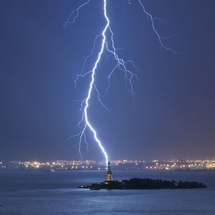 Lightning-strike-ny-harbor