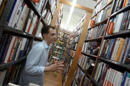 2011_book_browsing_michael1.jpg