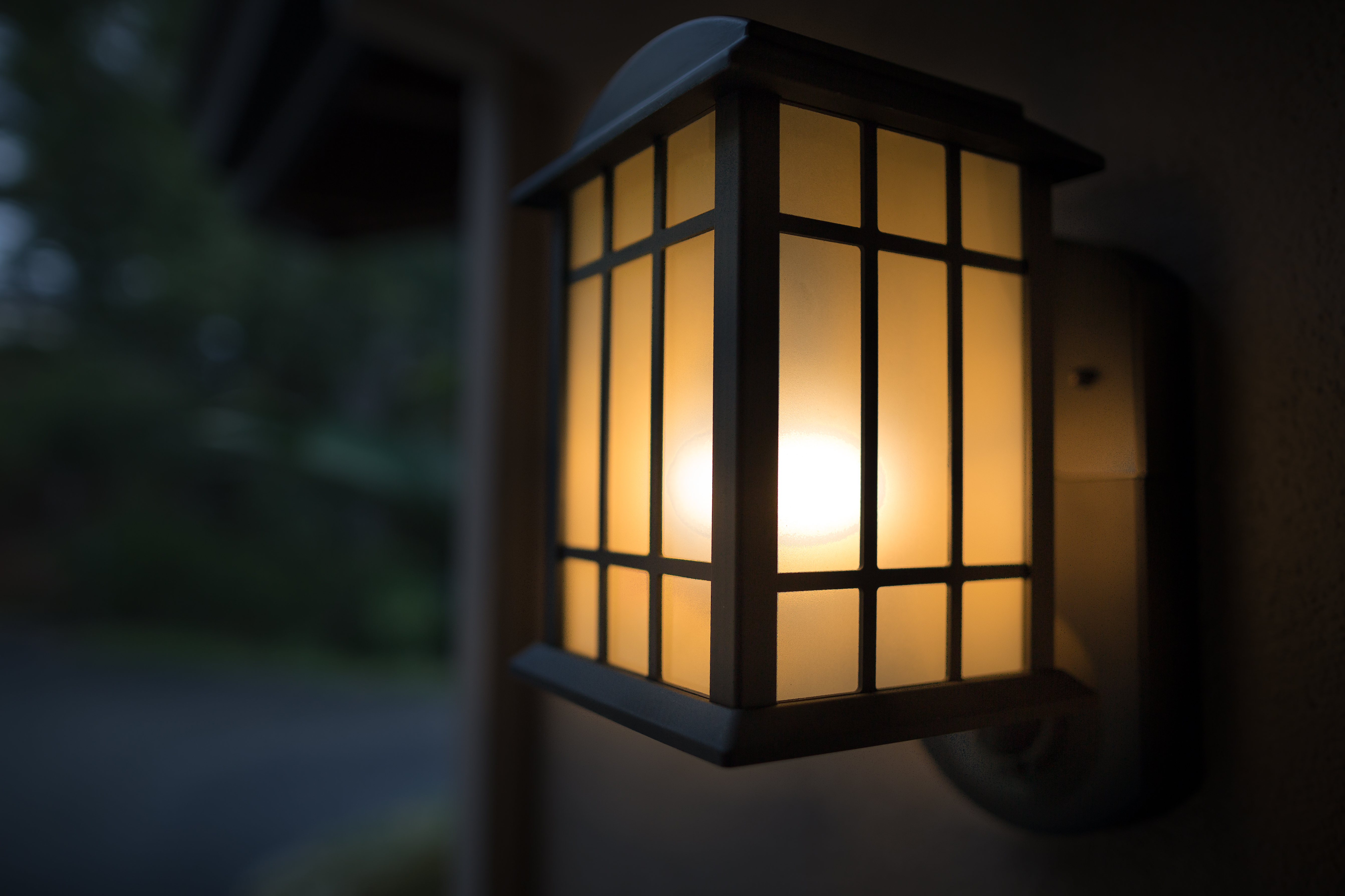 Kuna is a light fixture that doubles as a home security system the kuna is a light fixture that doubles as a home security system the verge arubaitofo Choice Image