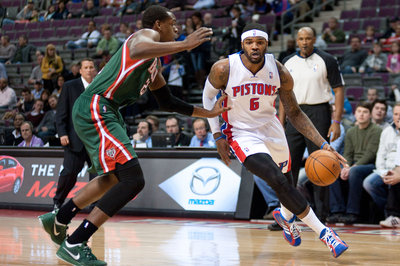 Pistons vs. Bucks final score: Strong fourth quarter, Josh Smith lifts Detroit to sad victory