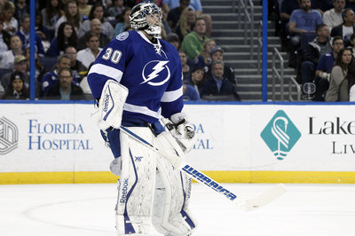 Ben Bishop injury: Lightning goaltender leaves game after awkward fall