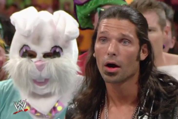 Кто скрывается под маской зайца?
