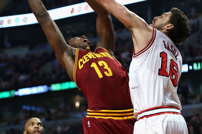 Video: Tristan Thompson's rebound and dunk helps seal Cavs win