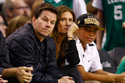 Mark Wahlberg is trying to recruit Kevin Durant to the Celtics