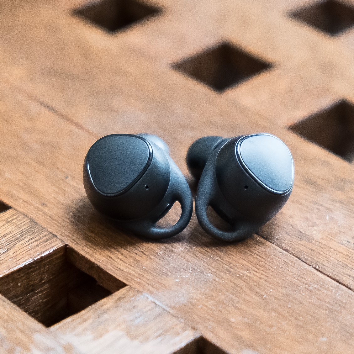 66157f5e33e Samsung Gear IconX (2018) review: hitting the sweet spot - The Verge
