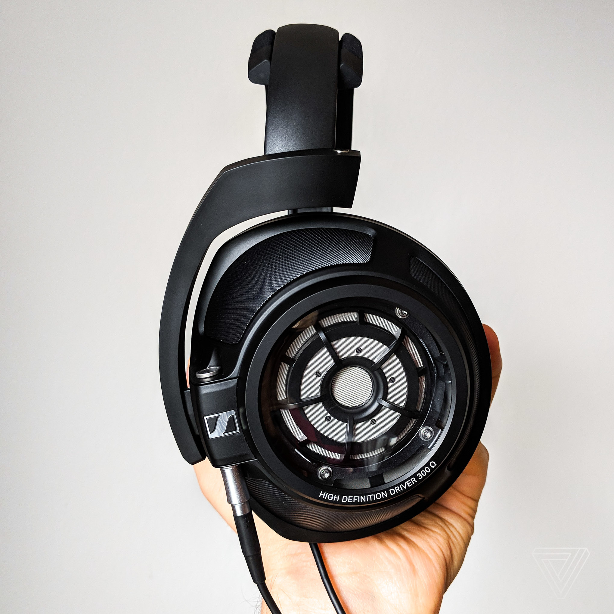 Sennheiser Hd820 Review Too Closed For Comfort The Verge