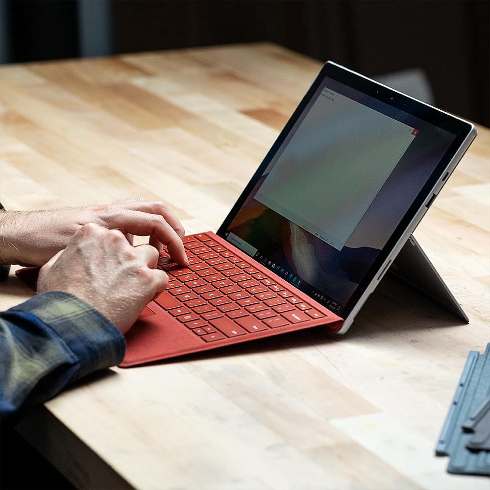 akrales 190930 3688 0218 squ - بررسی Microsoft Surface Pro 7: ای کاش این یک Surface Pro X به نظر برسد   -  ایگر لپ تاپ استوک
