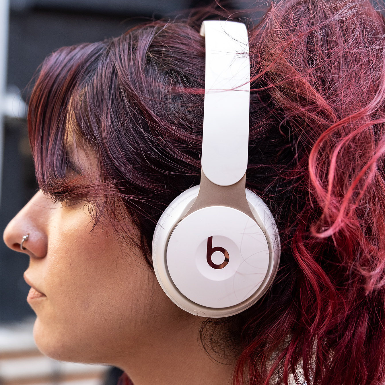 Beats Solo Pro Review Beat The Noise The Verge