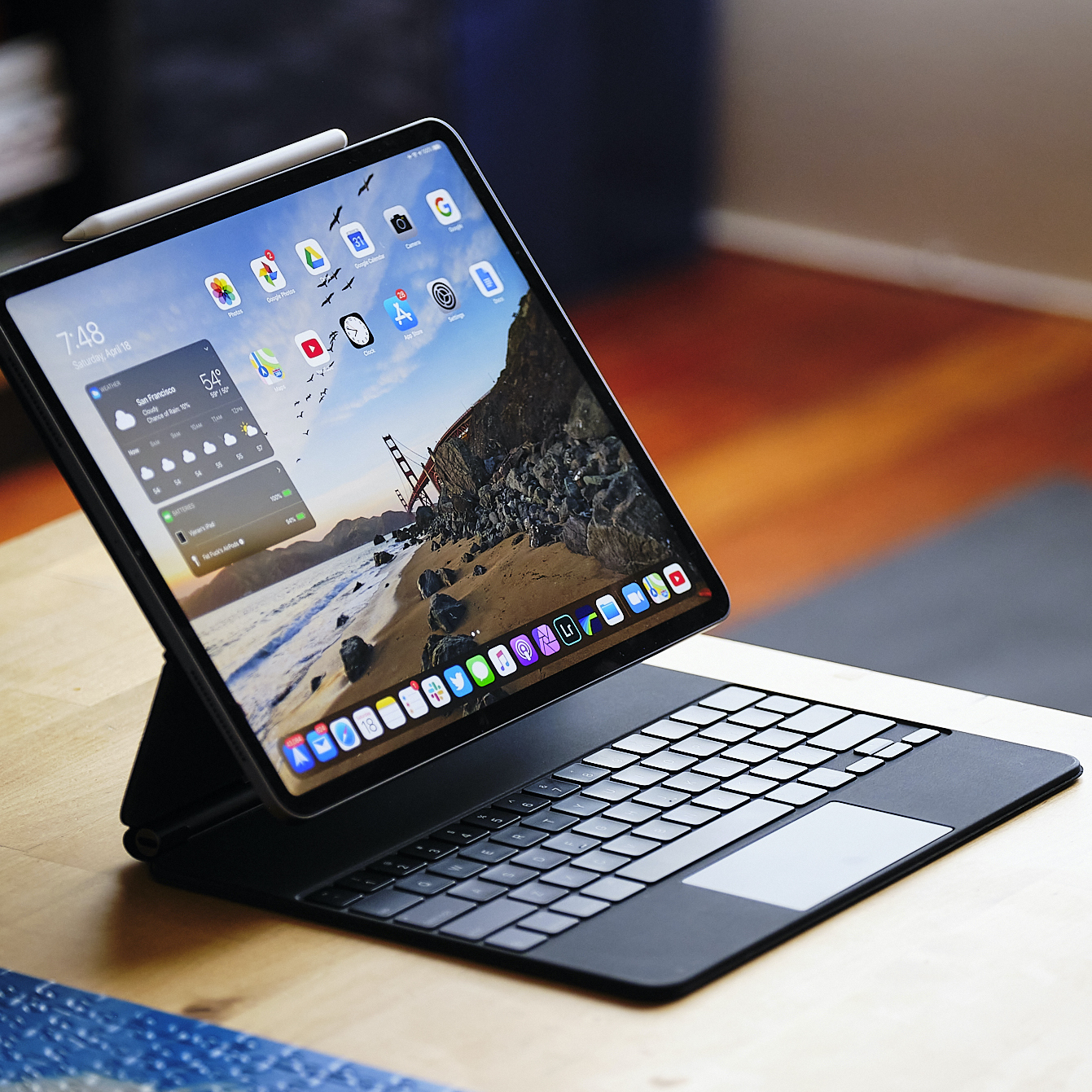 Magic Keyboard For The Ipad Pro Review The Best Way To Turn An Ipad Into A Laptop The Verge