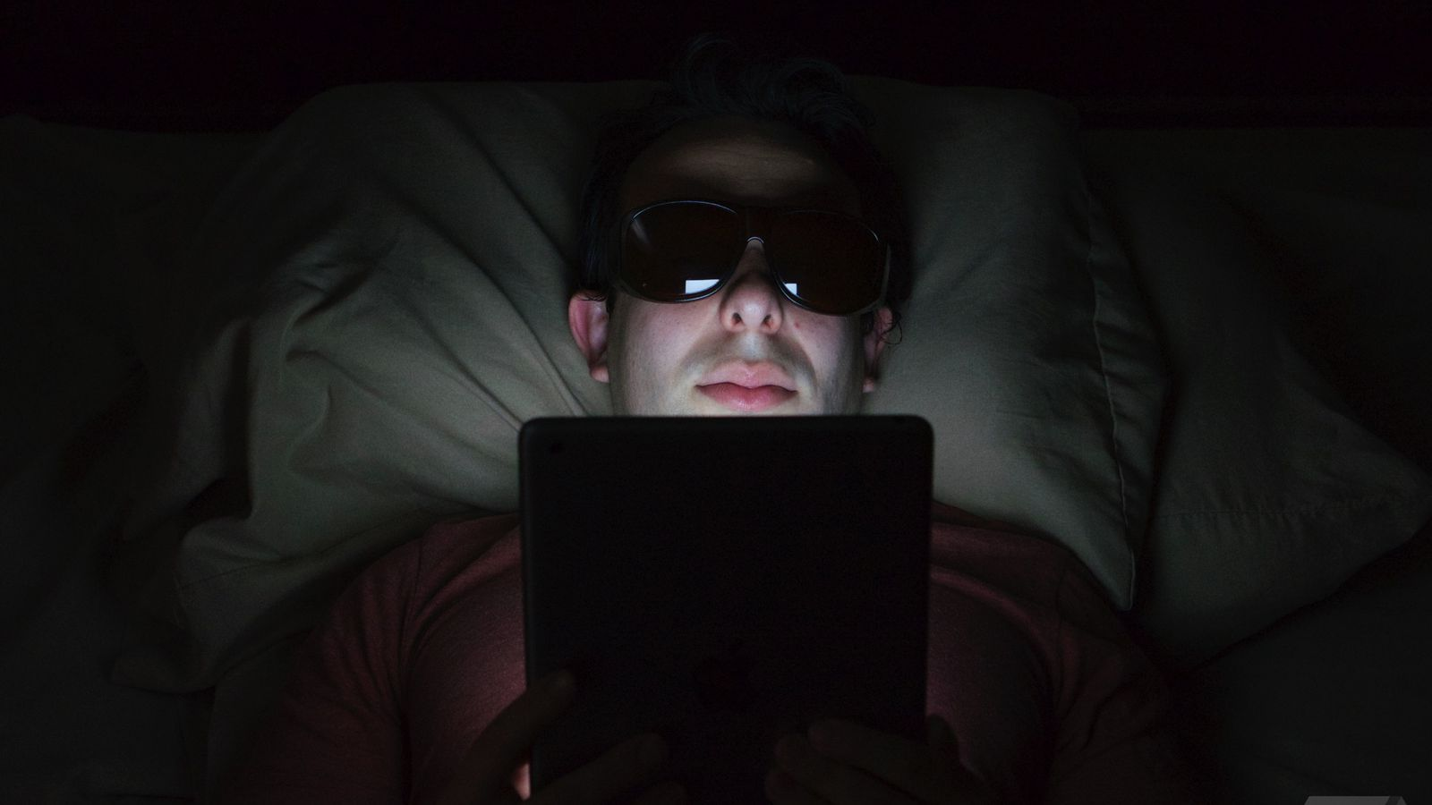 how i keep screens from causing me insomnia the verge