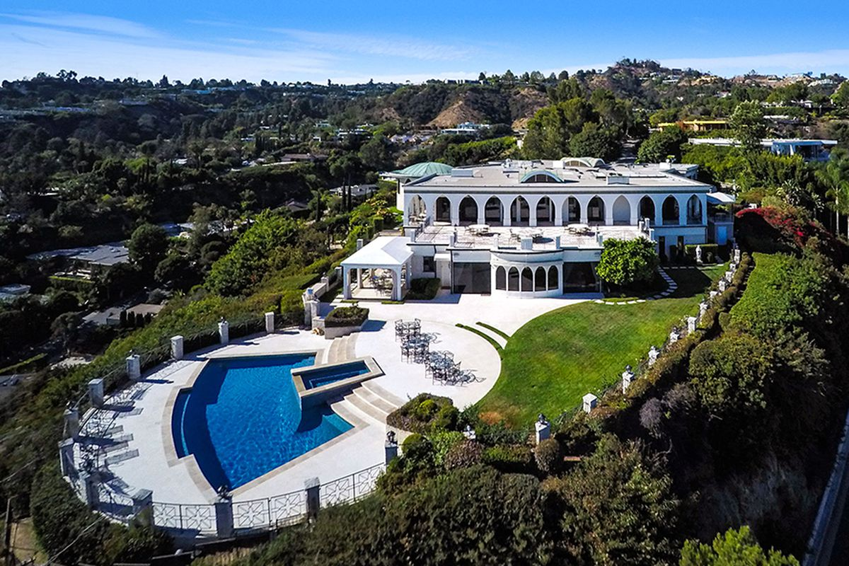 Late Comedian S Decadent Hilltop Mansion In Trousdale