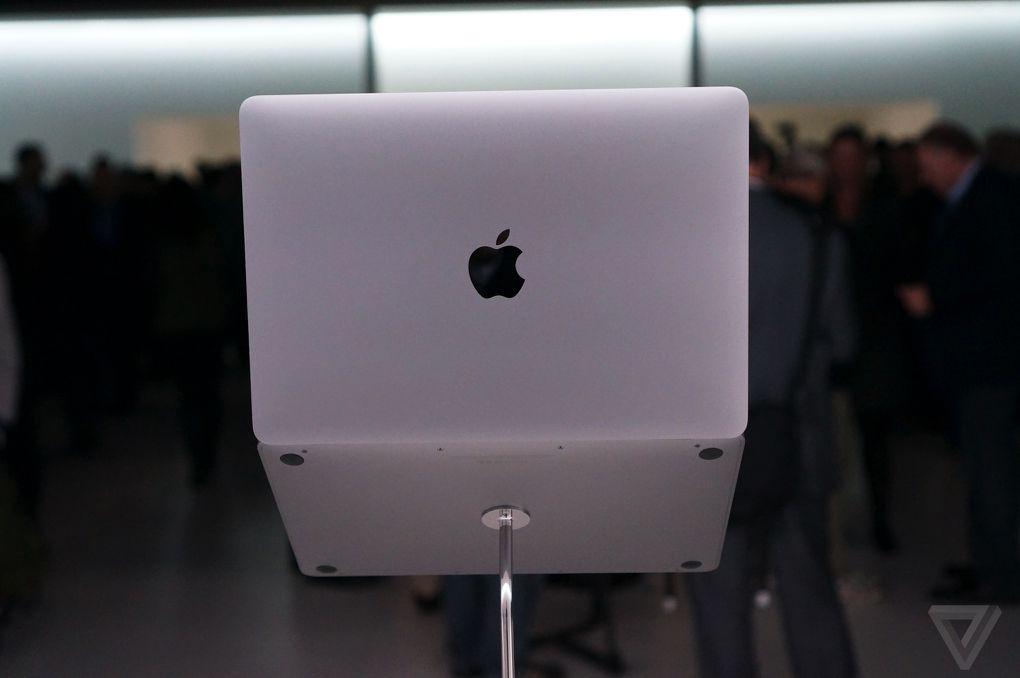 MacBook neponúka svietiace jabĺčko! - svetapple.sk