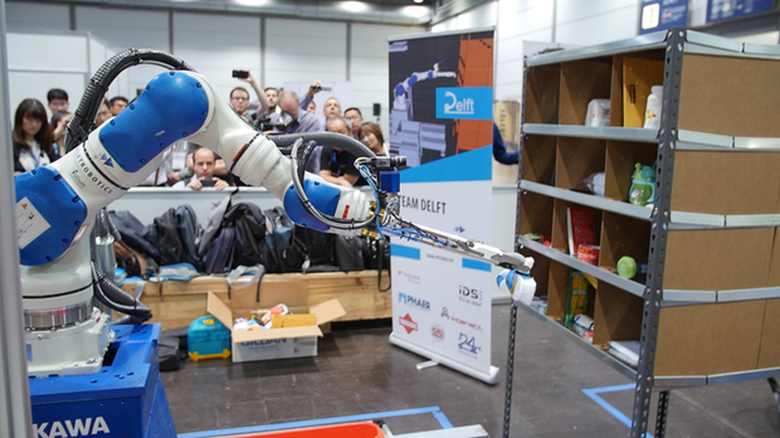 Amazon's latest robot champion uses deep learning to stock shelves