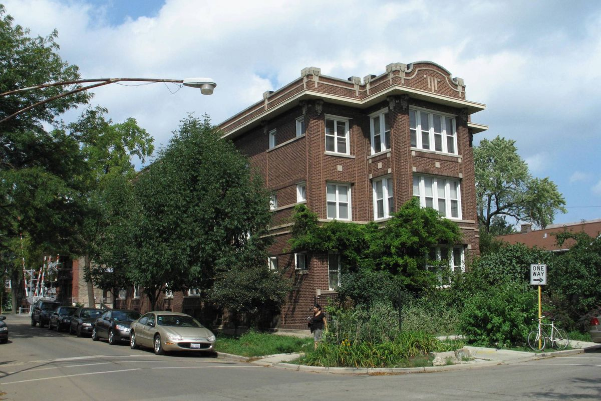 Classic Chicago Two Bedroom In Albany Park Rents For 1 250 Curbed Chicago