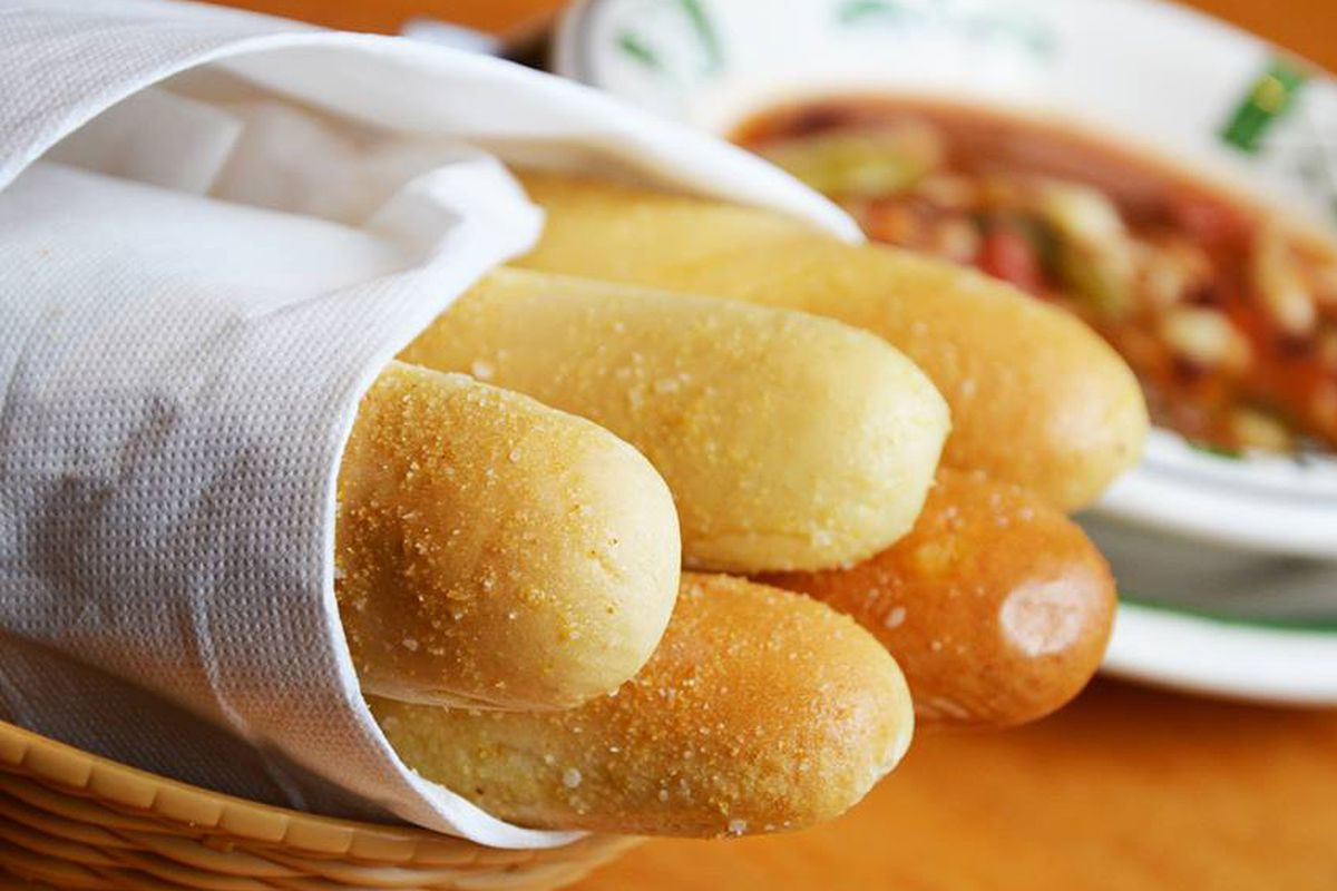 Olive Garden 39 S Breadsticks Are Still Under Attack Eater