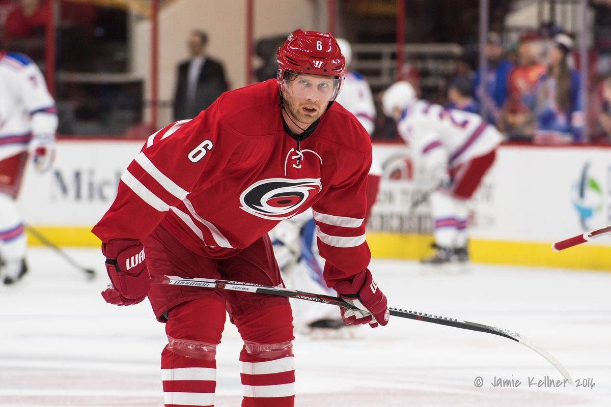 Hurricanes, Dahlbeck agree on 1-year deal worth $850K