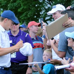 Jordan Spieth signs autographs on his way to the first tee at the Travelers Championship Pro-Am.<br>