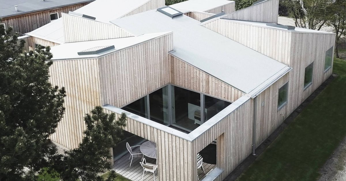 Modern House With Wild Roof Is All About The Light Curbed