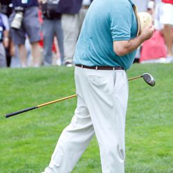 ESPN's Chris Berman reacts to crowd after being introduced at the 2017 Travelers Championship Pro-Am.<br>