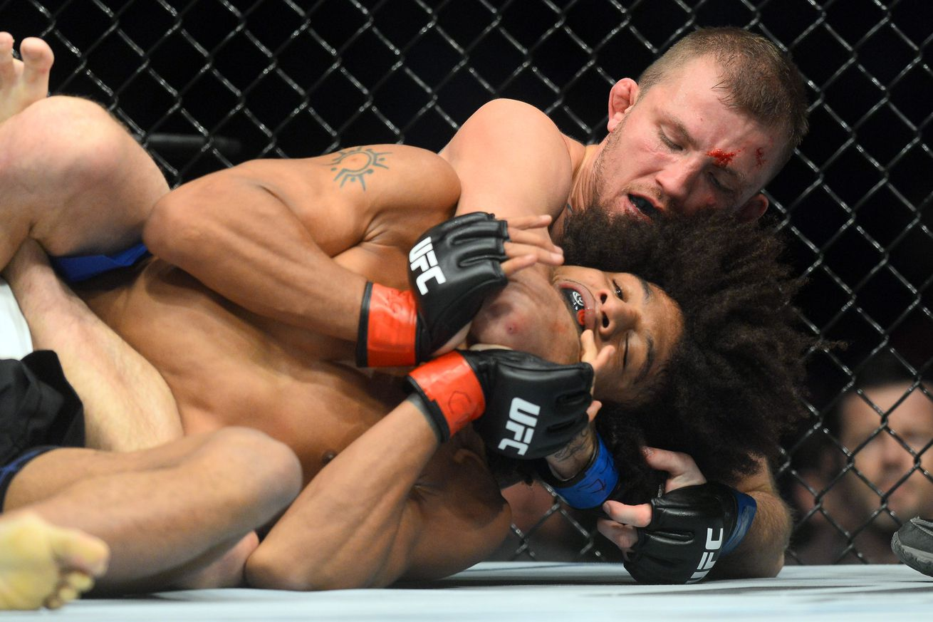 All four UFC on FOX 23 main card winners get Performance of the Night bonuses