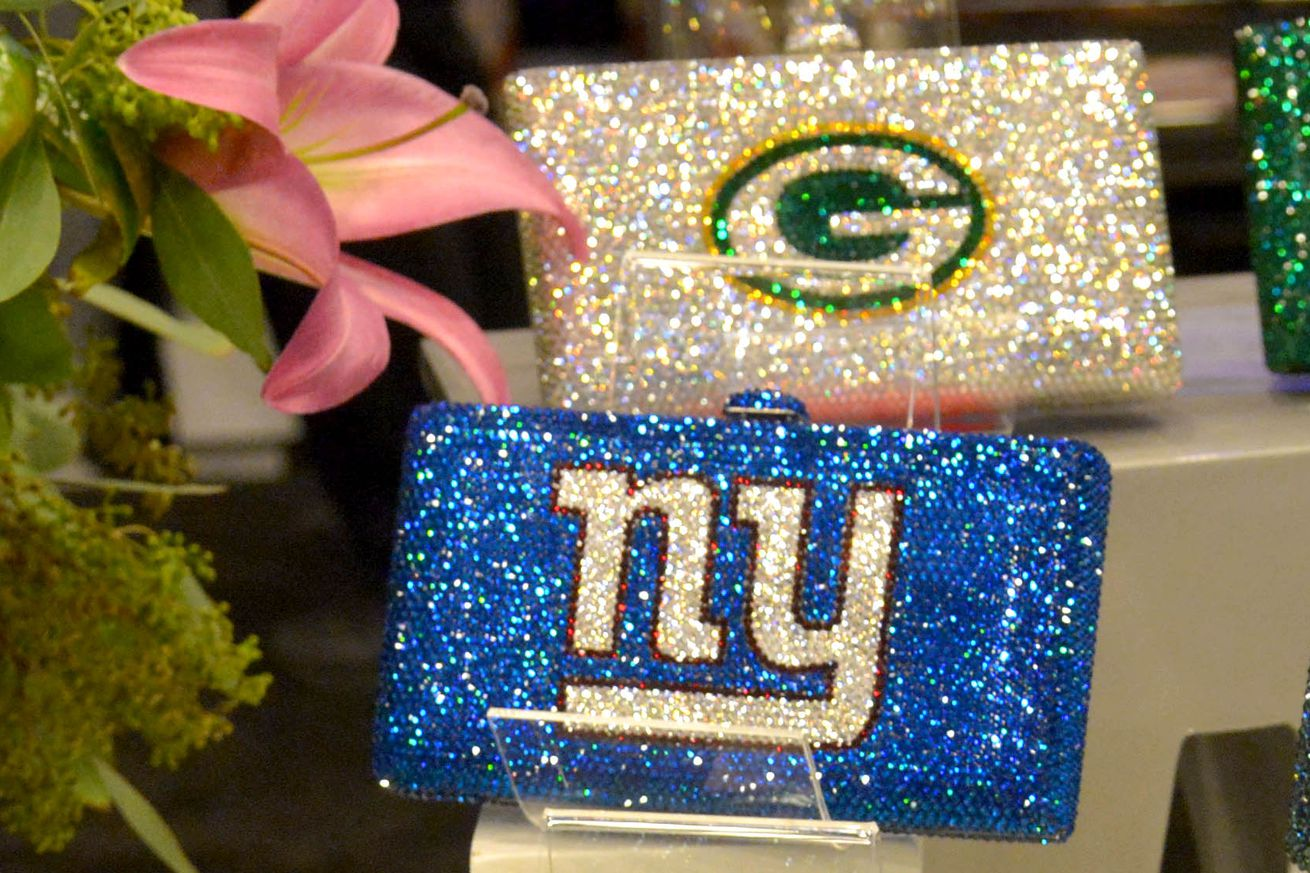 Open Thread: New York Giants at Green Bay Packers - Bolts From The ...