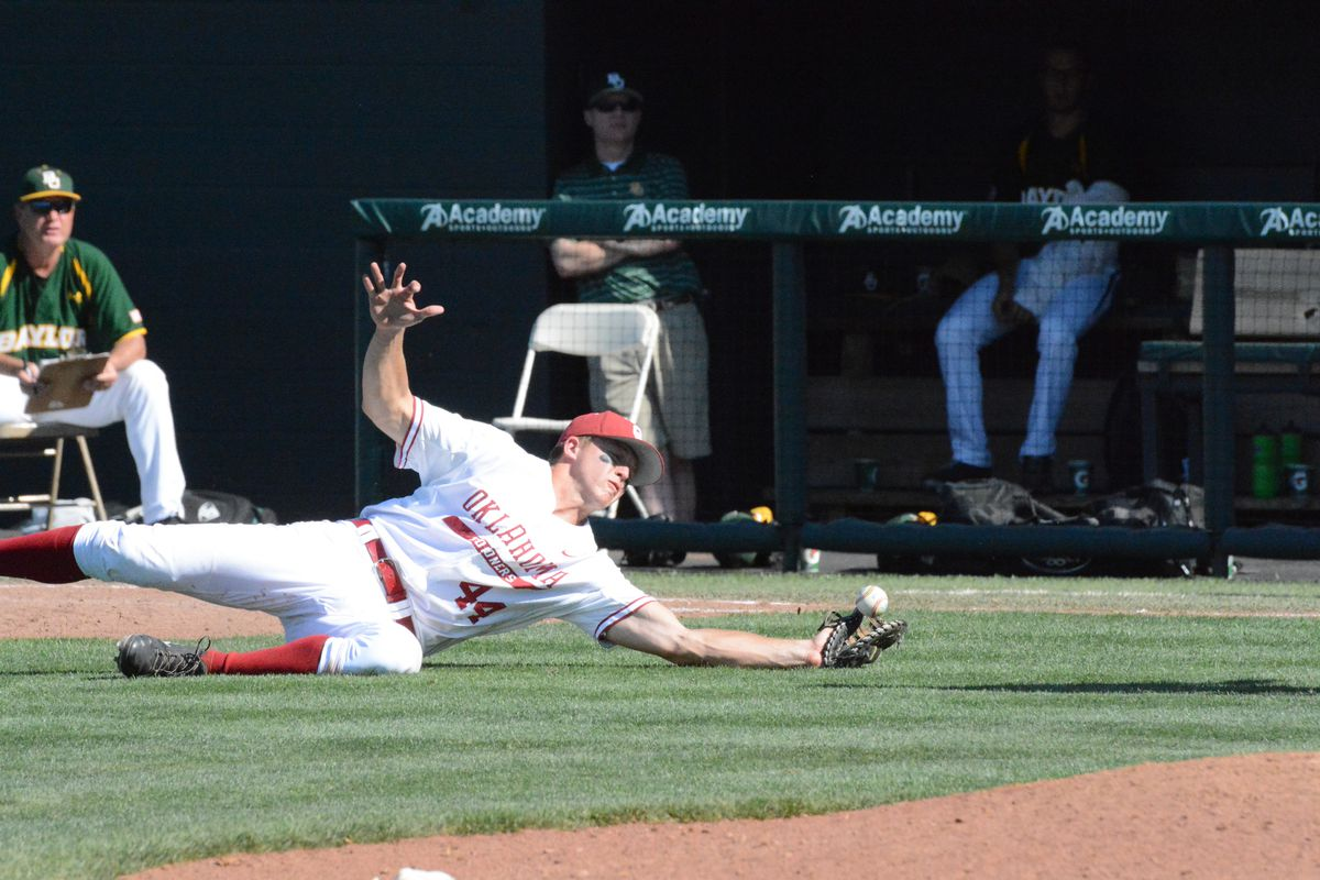 College baseball: Baylor rolls Oklahoma to set up rubber match