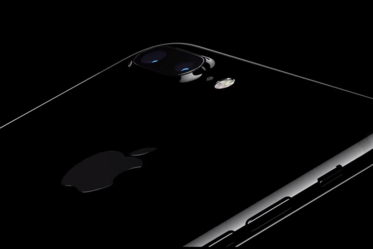 Iphone 7 Announced Black Scratch on 4 pin phone jack
