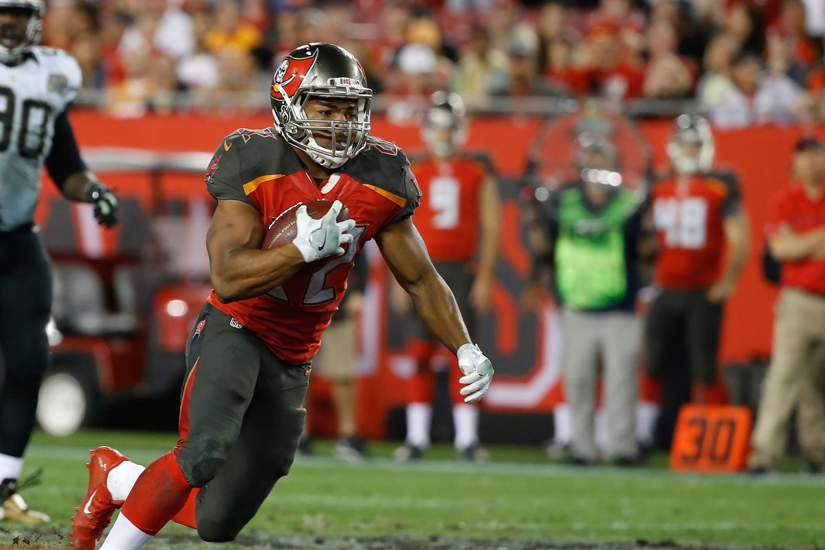 Buccaneers' Doug Martin sustains minor injuries in auto crash