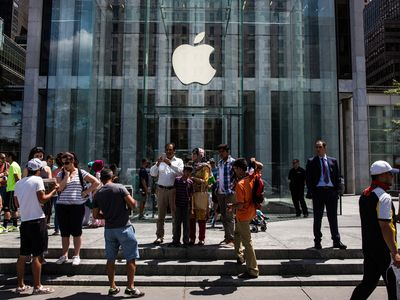 Apple is overhauling hundreds of stores to try to create the 'modern-day town square'