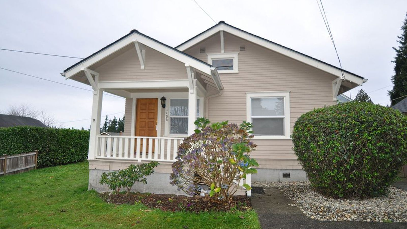 Cute everett tiny home available for under 200k curbed for Houses for 200k