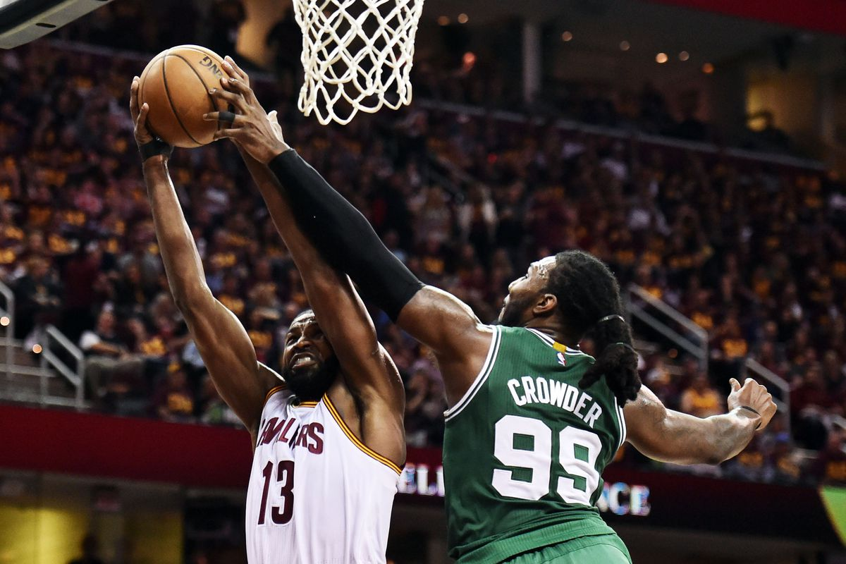 Boston Celtics beat the buzzer to end Cleveland Cavaliers' winning streak