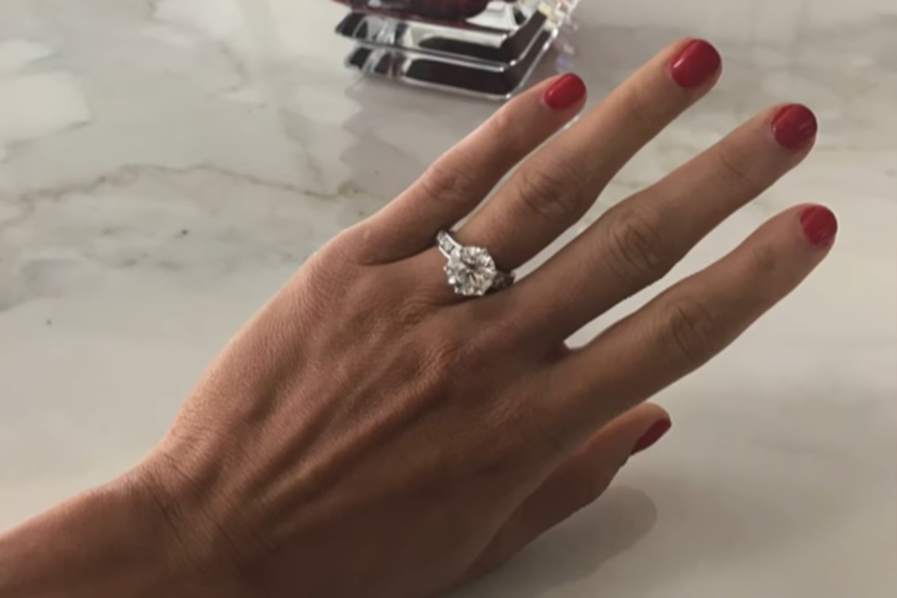 Lets get a close up look at Nikki Bellas engagement ring