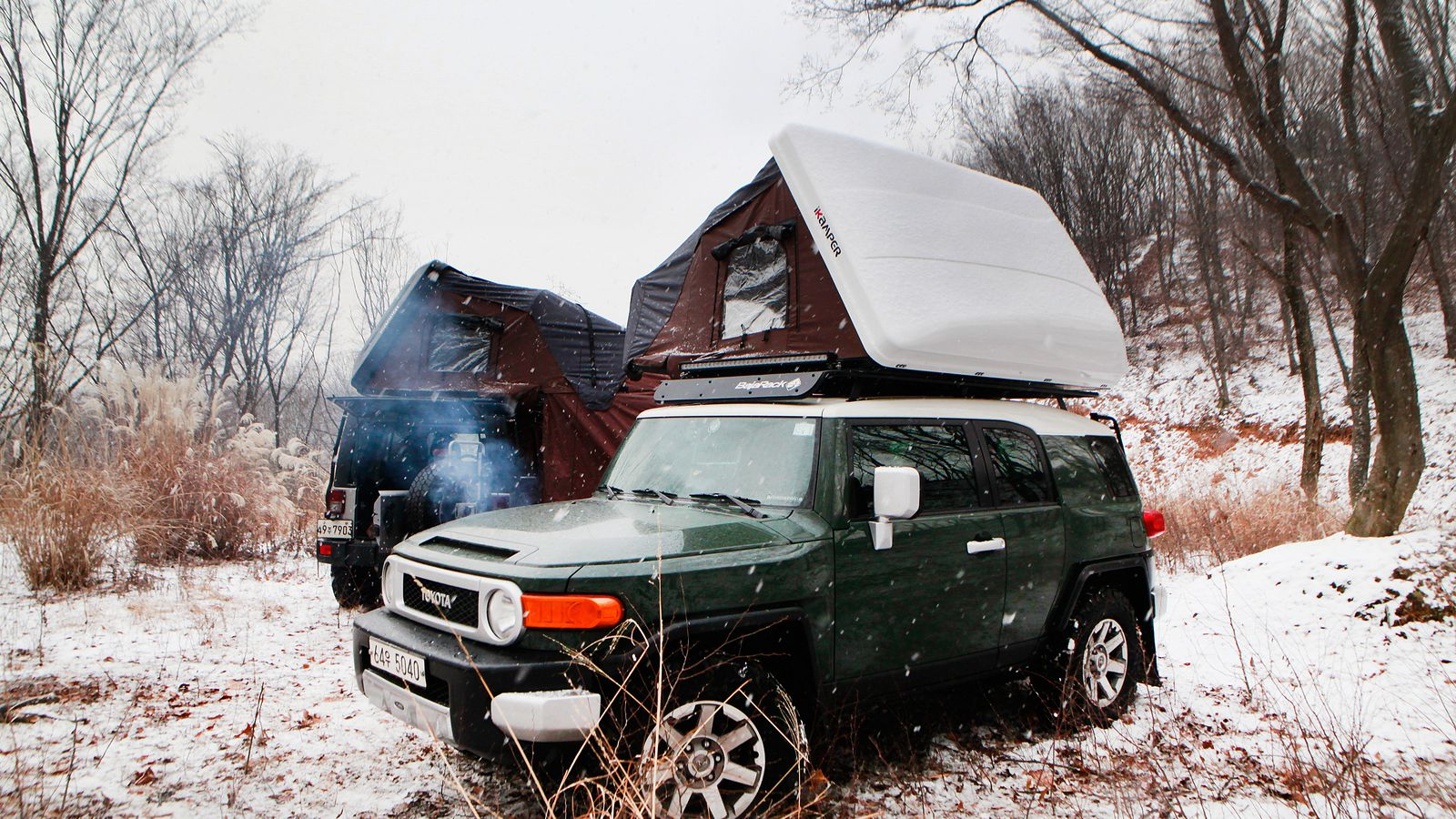 Skycamp Rooftop Tent Sleeps A Family Of Four Curbed