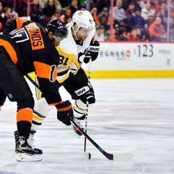 Kessel battling Simmonds for the puck