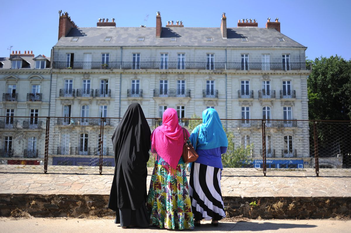 Muslim women visit a chateau in Nantes, France (JEAN-SEBASTIEN EVRARD/AFP/Getty)