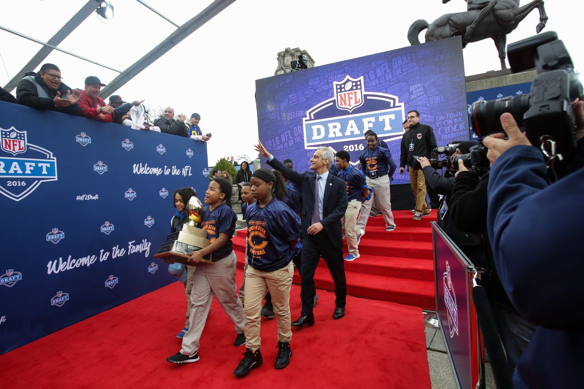 NFL Draft: With their second round pick the Chicago Bears select