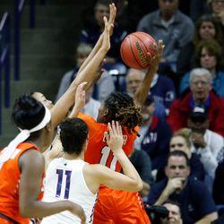UConn's Napheesa Collier (24) gets ready to block a Syracuse shot.