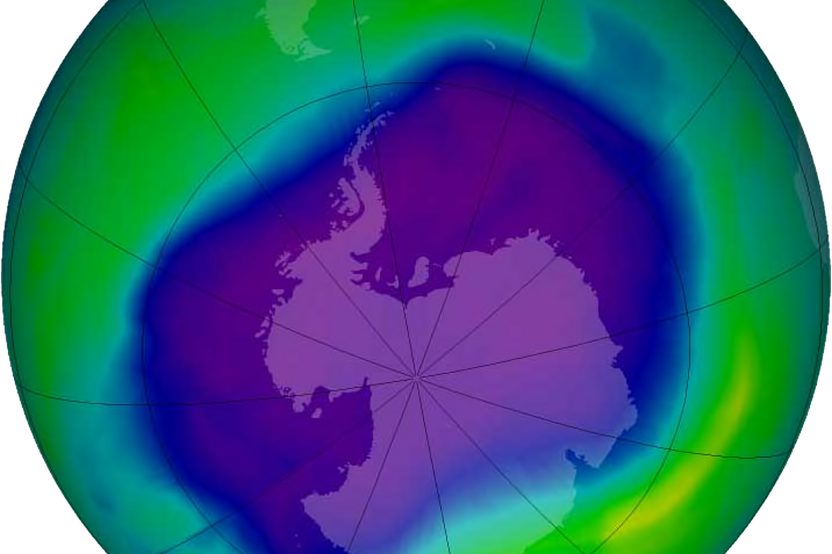 good news the hole in the ozone layer is finally starting to heal image of the largest antarctic ozone hole ever recorded 2006 over the southern pole